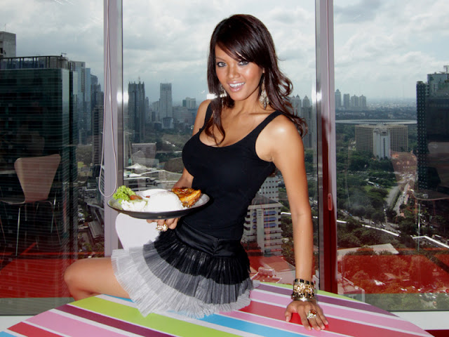 http://2.bp.blogspot.com/-RRXe078ep7U/Til3ekn-tfI/AAAAAAAAEGY/RpSFBlBpAgk/s1600/84843_chef__farah_fauzan_quinn.jpg