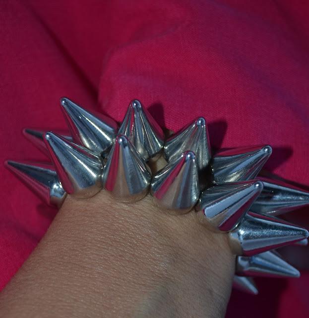 Lagomar_Lanzarote_Omar_Shariff_Outfits_ObeBlog_Oasap_Spiked_Bracelet_08