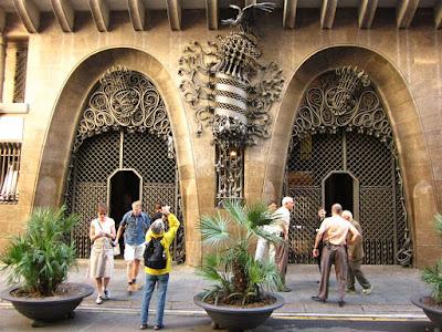 Parabolic arches in El Palau Güell