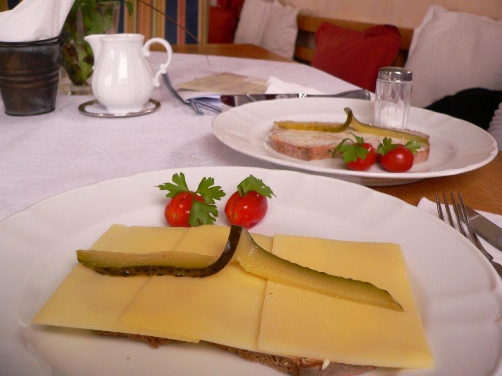 Landcafé Sundern Sauerland Schnittchen belegte Brote Buchenholzbrot