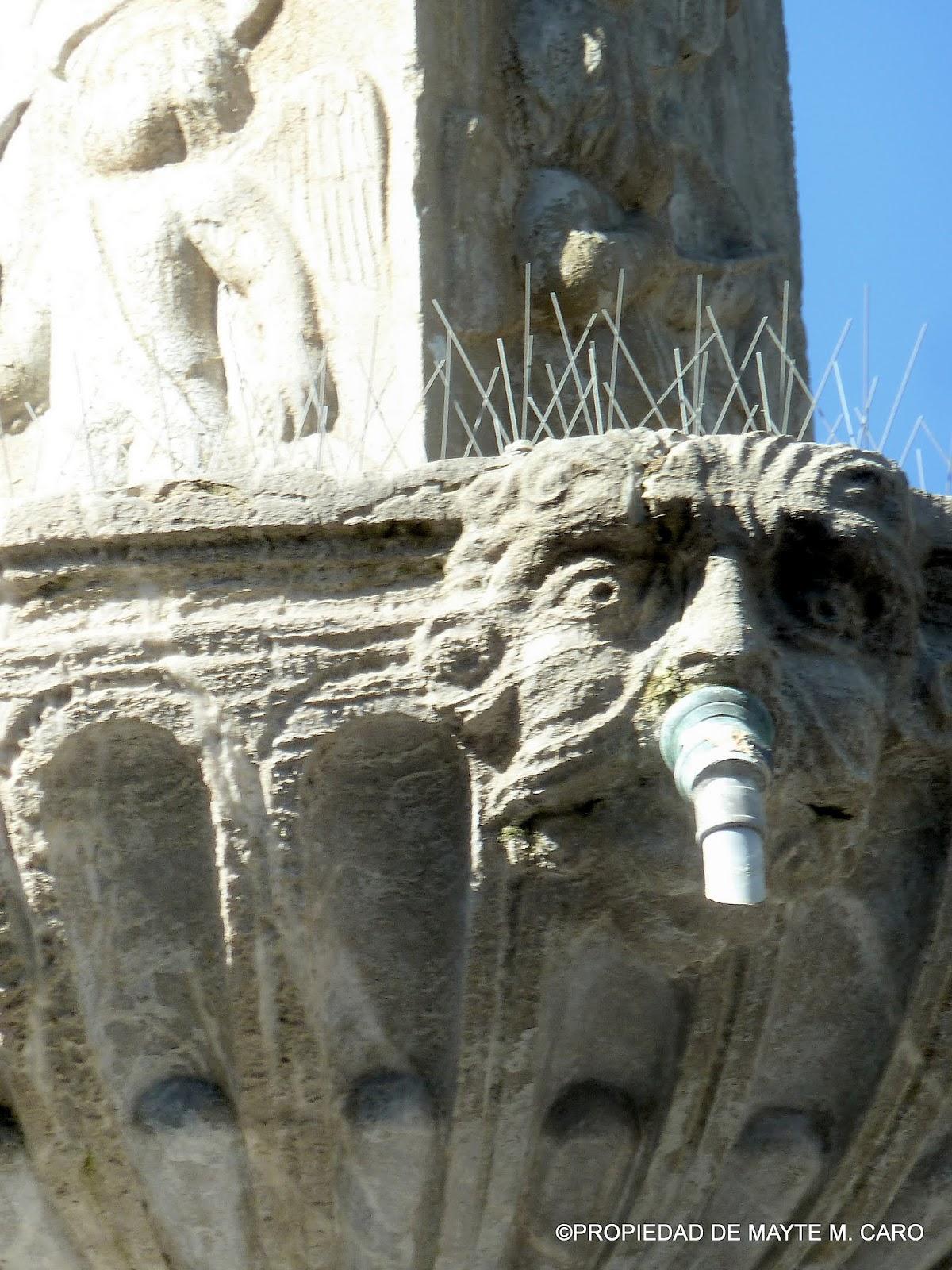 Fuentes de granada esta fuente de neptuno de los gigantes situada en la plaza de bibarrambla Fuentes de piedra antiguas