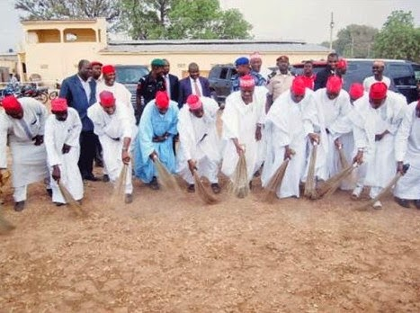 Gov. Kwankwaso sweeps off President Jonathan's feet in style