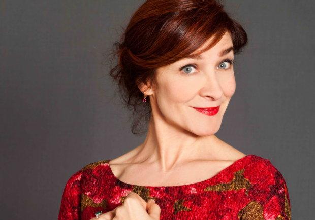 Fino al 8 febbraio al Teatro Libero di Milano va in scena La morte balla sui tacchi a spillo con Silvana Fallisi