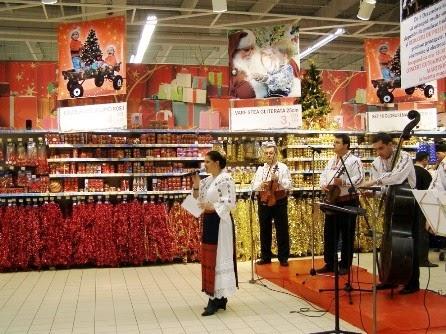 Cluj-Napoca, decembrie 2007 - Prezentator al momentului festiv al inaugurării unui spațiu comercial