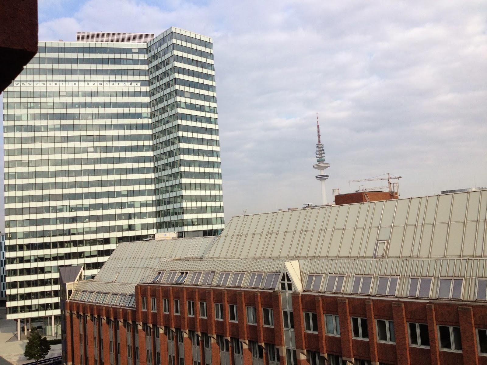 Emporio Hochhaus und Fernsehturm - Hamburg