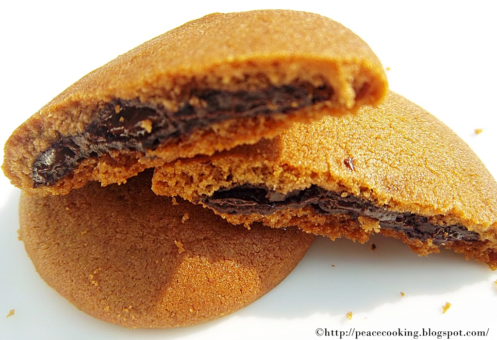 ... AND HEALTHY COOKING: Chocolate Stuffed Cookies for Happy New Year 2012