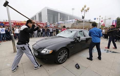 Maserati Quattroporte détruit
