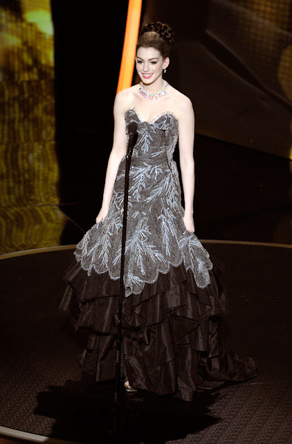 Babe Anne Hathaway 8 Best Sexy dresses