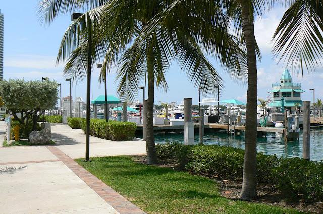 Restaurante Monty's Miami Marina