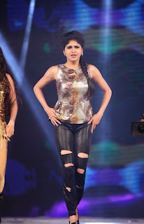 Actress Naveena Dance Performance at Gama Awards Pictures Stills Gallery 4
