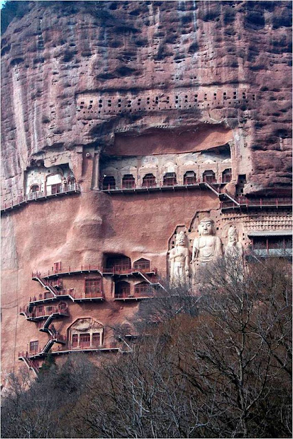 Buddhist complex Maytszishan little known. It is located in Gansu Province in northwest China. This is a striking architectural complex, carved out of the rock. Maytszishan has 7,000 Buddhist sculptures and nearly 1,000 square meters of murals.