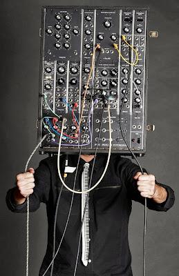 'InstrumentHead' fotografía de Joe McGinty y Michael Weintrob para el concurso organizado por los productores de I Dream Of Wires y el blog Matrixsynth