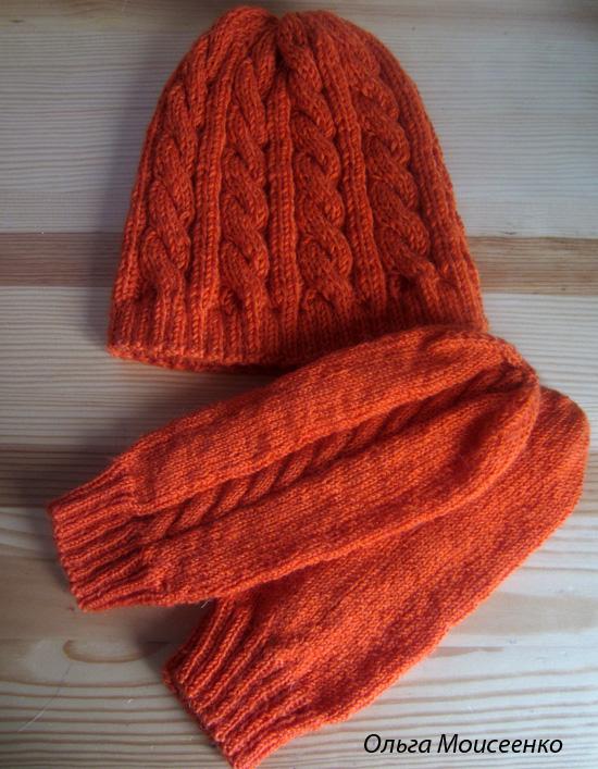 шапки для мамы и дочки, вязаная шапка с косами, варежки с косой