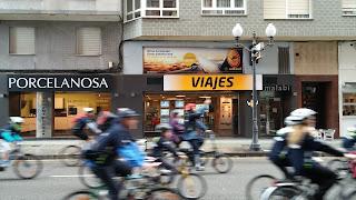 Fachada agencia BidTravel en el día de la bici