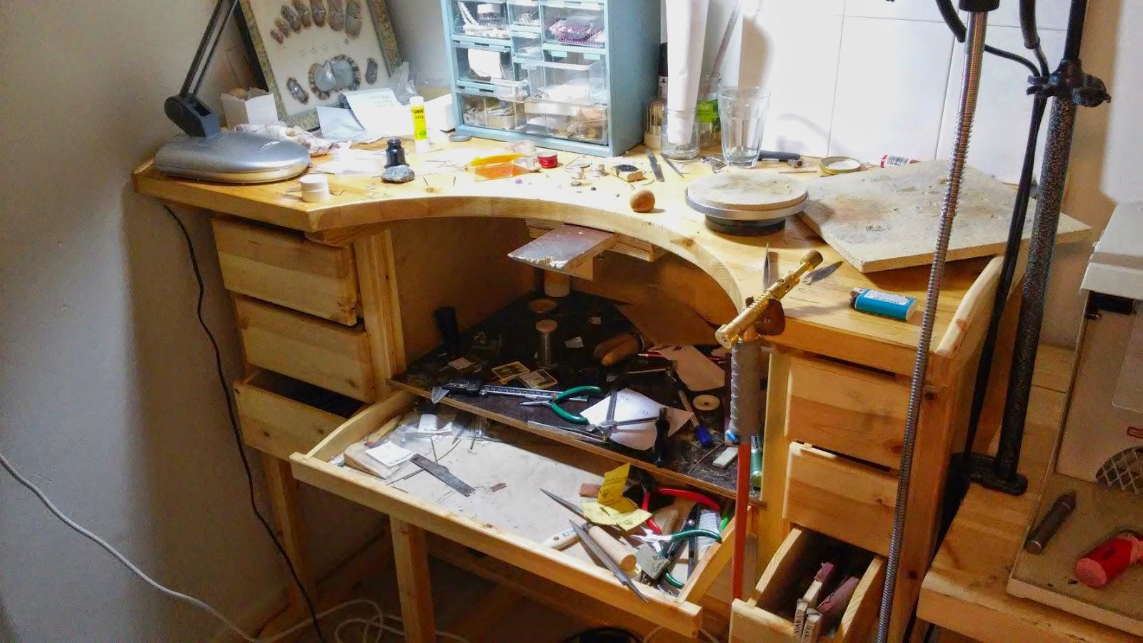 kultasepänpöytä työpöytä koru kultaseppä