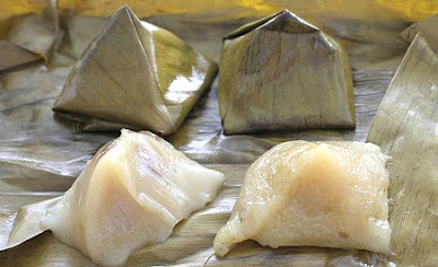 ขนมเทียน_バナナの葉で包み、粉で緑豆を詰めて蒸したもの_Sticky Flour Dumpling in Banana Leaves