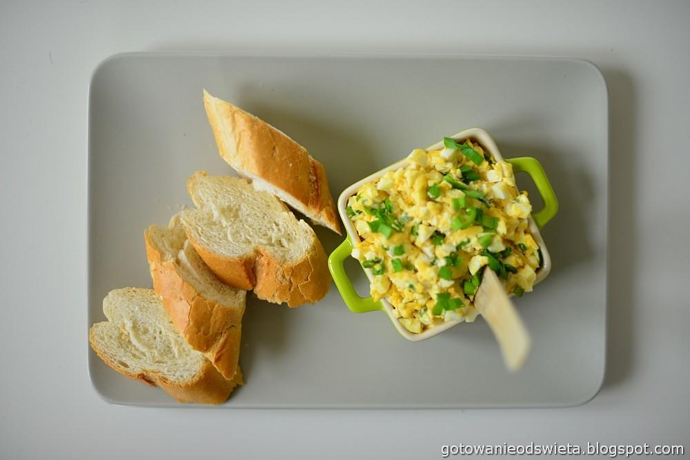 Pasta jajeczna z bagietką