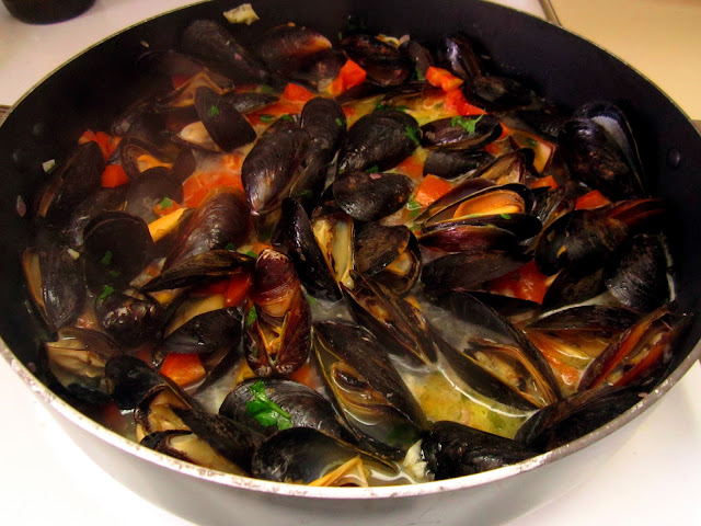 The Beer Cook: Steamed Mussels with Ommegang Witte