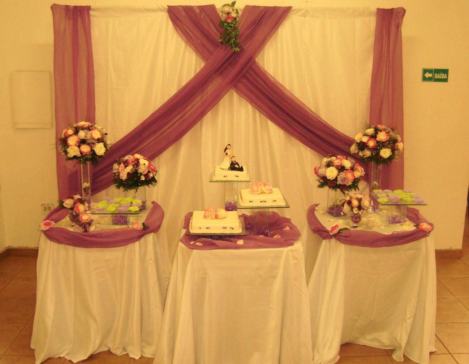 Dani quer casar na igreja Ideias de decoraç u00e3o com tnt  -> Decoracao De Tnt Casamento
