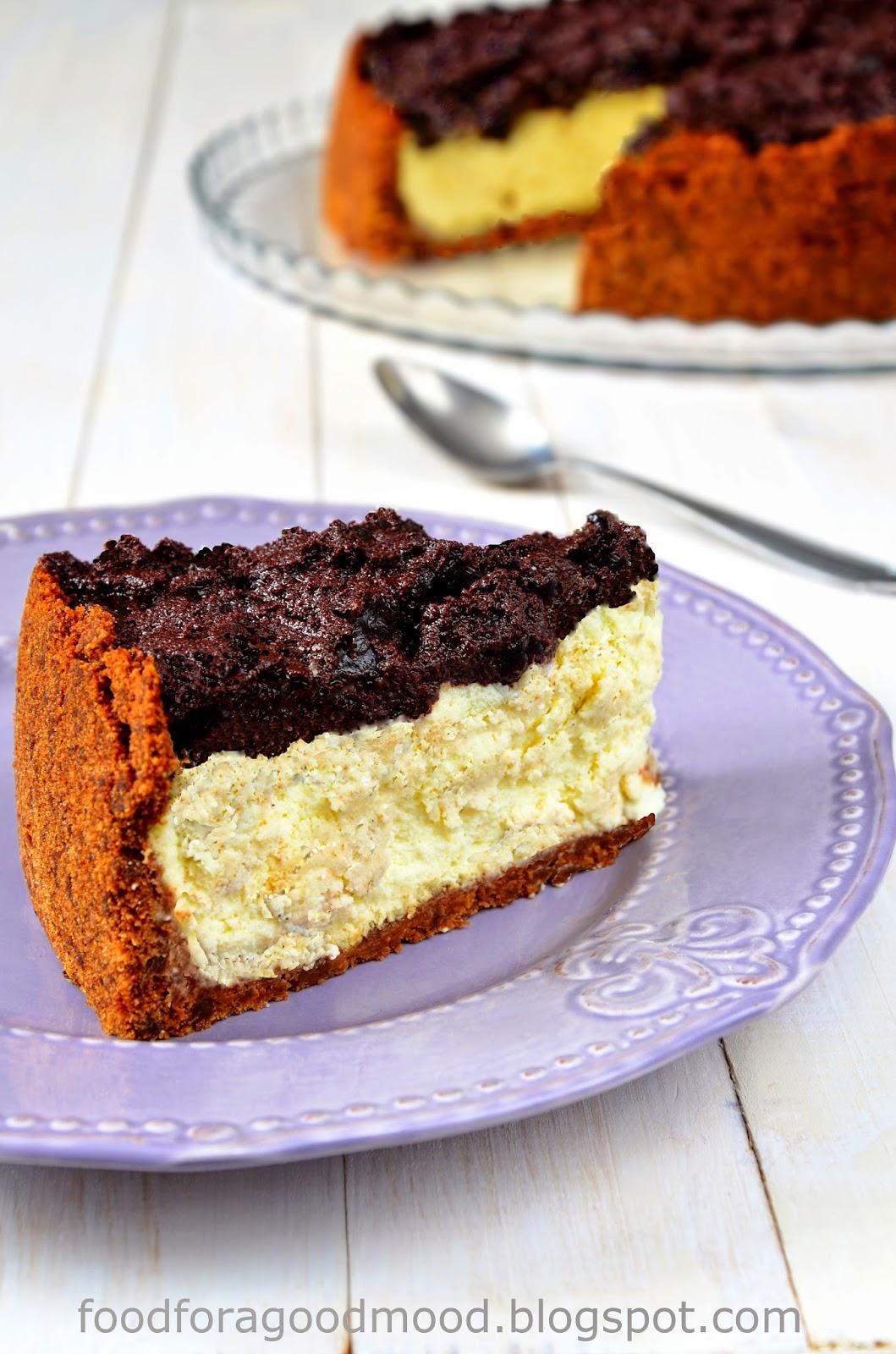Prawdziwie zimowy smak w sernikowym wydaniu. Korzenny spód, waniliowo – kremowe wypełnienie, a na wierzchu śliwka skąpana w czekoladzie. To ciasto naprawdę zaskakuje i… Uwaga! Może uzależnić…