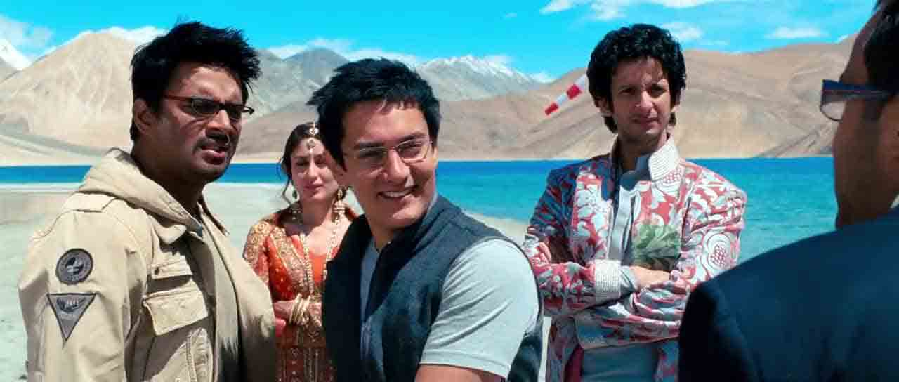 Screen Shot Of Hindi Movie 3 Idiots (2009) Download And Watch Online Free at worldfree4u.com