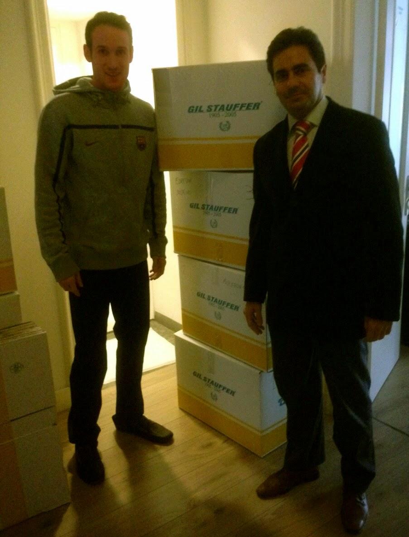 Marcelinho Huertas junto al director de Gil Stauffer Barcelona