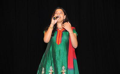 singer geetha madhuri at eega audio launch hot images