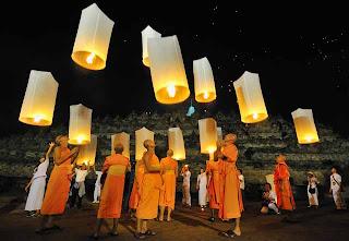 Festival Lampion saat Hari Raya Waisak di Borobudur