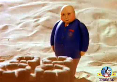 Thomas and friends the Fat Controller inspected the childrens castle a fine stronghold sandcastle