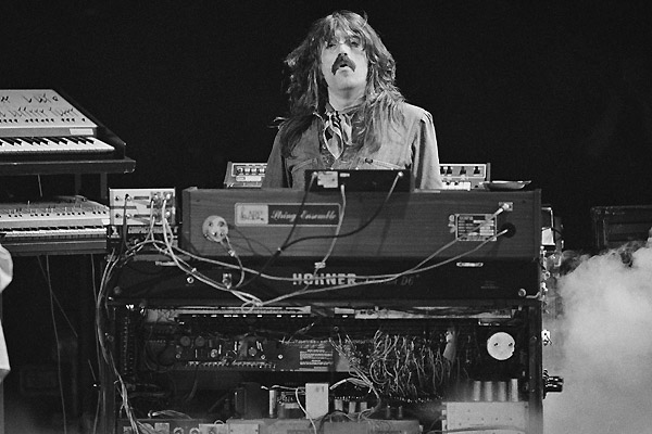 Jon Lord tocando el órgano con Deep Purple