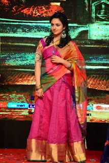 Malavika Nair Pictures in Saree at Yevade Sumanyam Audio Launch ~ Celebs Next