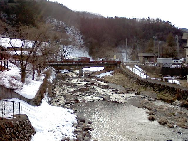 道の駅とR299間の渓流