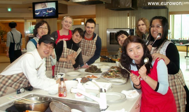 Equipo de cocineros que prepararon bulgogi coreano