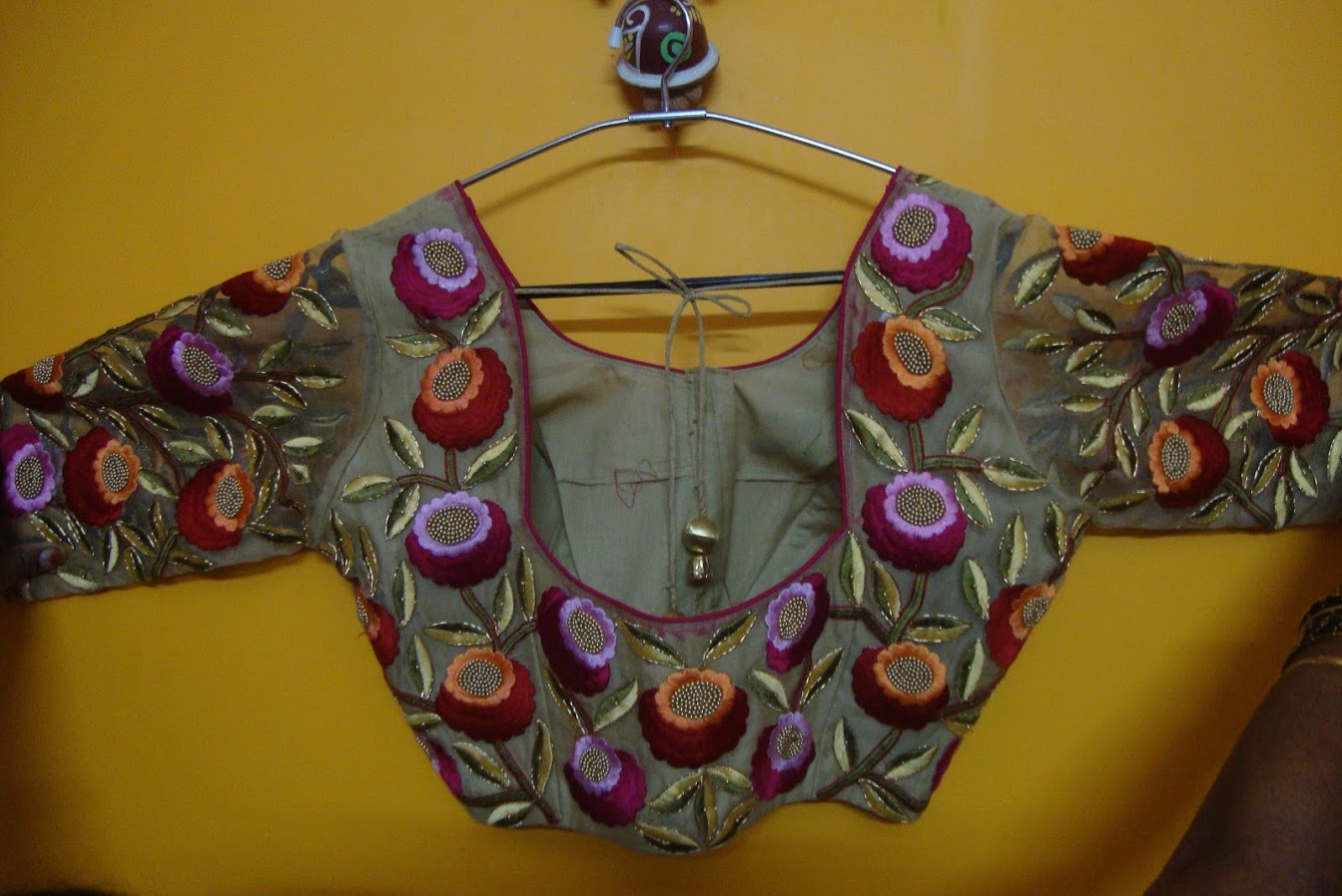 ROUND NECK BLOUSE