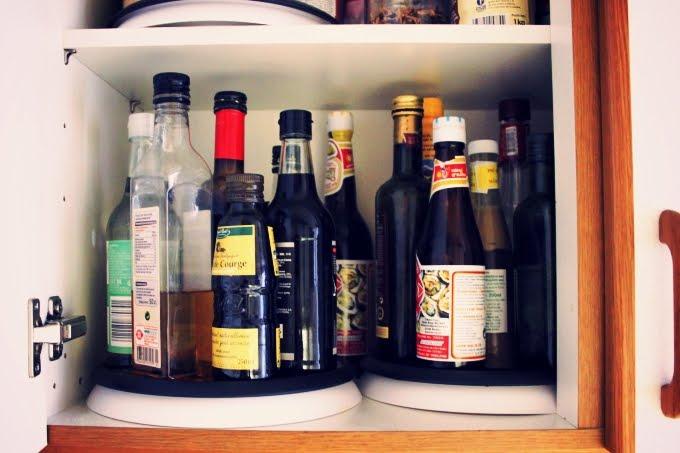 La révolution du placard de cuisine : le plateau tournant