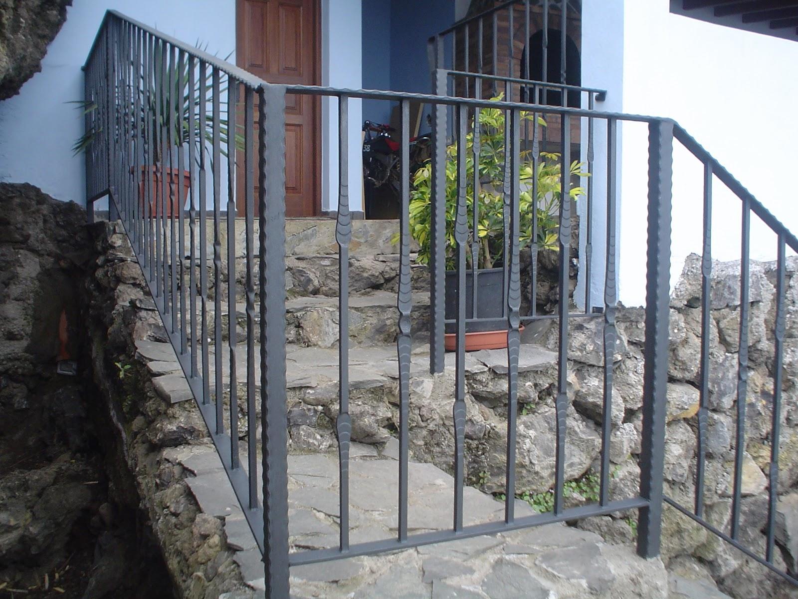 Ideas para decorar barandillas de hierro forjado para tus for Barandilla escalera exterior