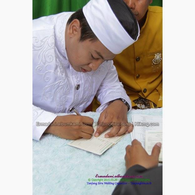 Akad Nikah & Resepsi Erma & Dani | Make Up, Busana & Dekorasi : Tunjung Biru Wedding Organizer | Foto : Klikmg.com Fotografi Banjarnegara