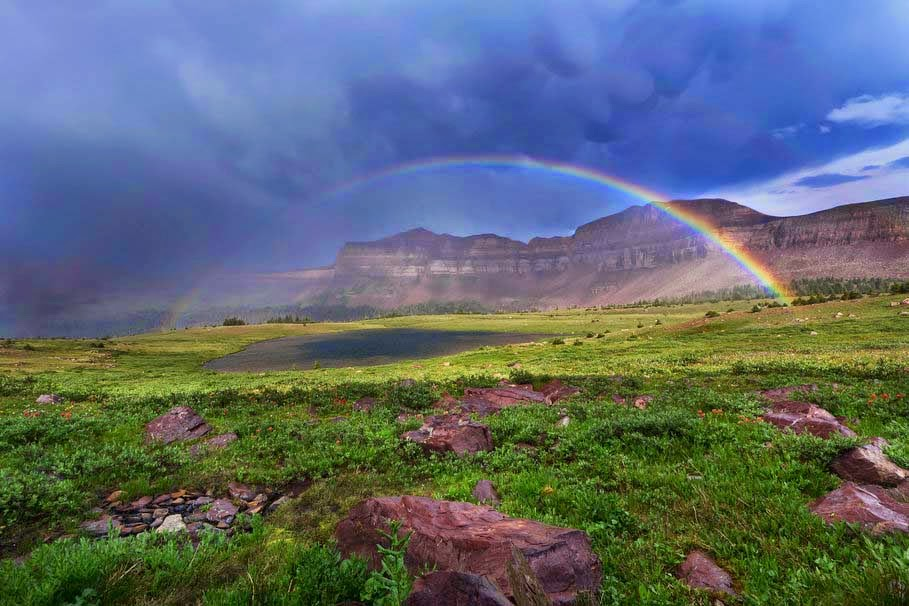 clouds-rainbows-mountains-grass-hd-natural-image