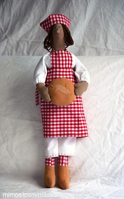 muñeco de tela hecho a mano para regalar
