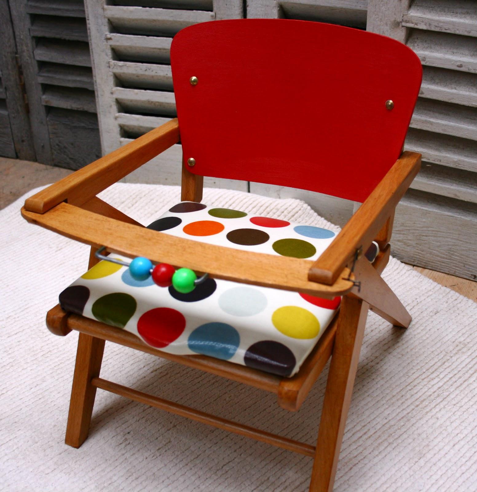 Les mh mes en goguette une ancienne chaise trou e pour b b for Hauteur d une chaise