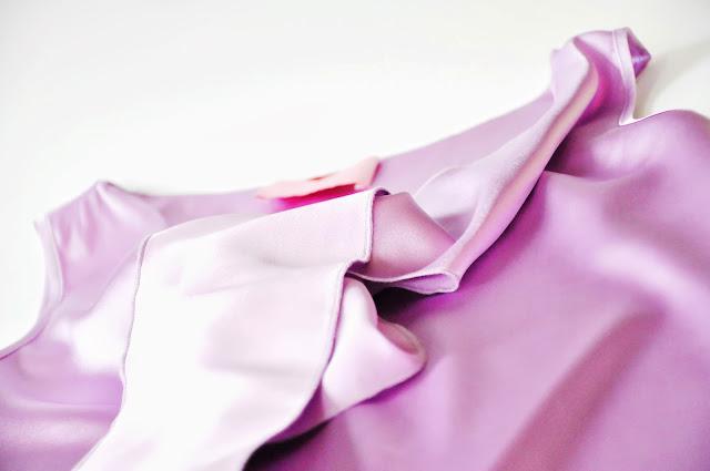 сиреневая блузка из шелка