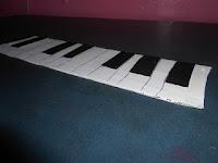 http://diycrafts9.blogspot.com/2015/12/diy-keyboardpiano.html