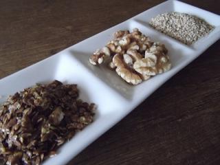 Leinsamen, Walnüsse und Sesamsamen