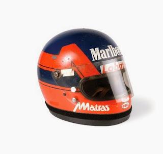 Il casco di Gilles Villeneuve. Perry McCarthy, lo Stig Nero, lo usò in F1 ai tempi dell'Andrea Moda