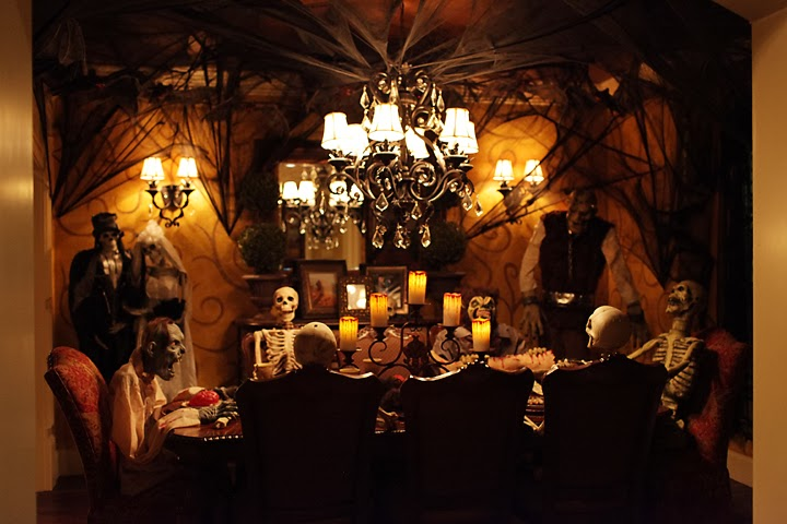 La maison boheme ghoulish halloween dinner party for Haunted dining room ideas