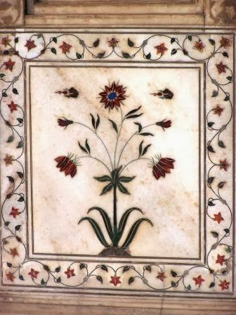 A stone with inlays in the shape of a flower, Red Fort, Delhi