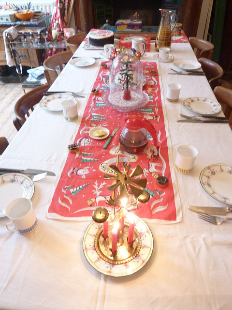 The custards they 39 re changing cloths at cootards 39 39 palace 39 for 12 days of christmas table cloth