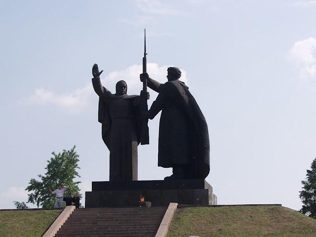 Томск, Памятник и Вечный огонь в Лагерном саду