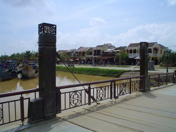 Puente sobre Rio Thu Bon, Hoi An