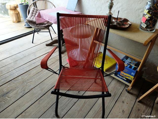 antiquaire brocante la broc'hanteuse christiane delvincourt, chaise fils scoubidous cordage rouge année 50 brocante Perche